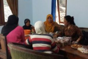 Farsijana with women from Gunung Kidul